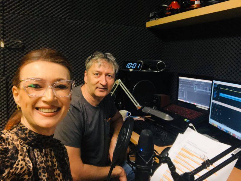 Marek Kulhánek a Mirriam žiaková v nahrávacom štúdiu